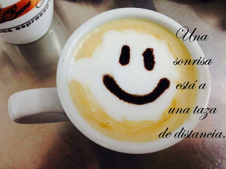 Una #sonrisa está a una #taza de distancia. Así que sonriamos todos con un Mama Same. #cafe #smile #smilecup