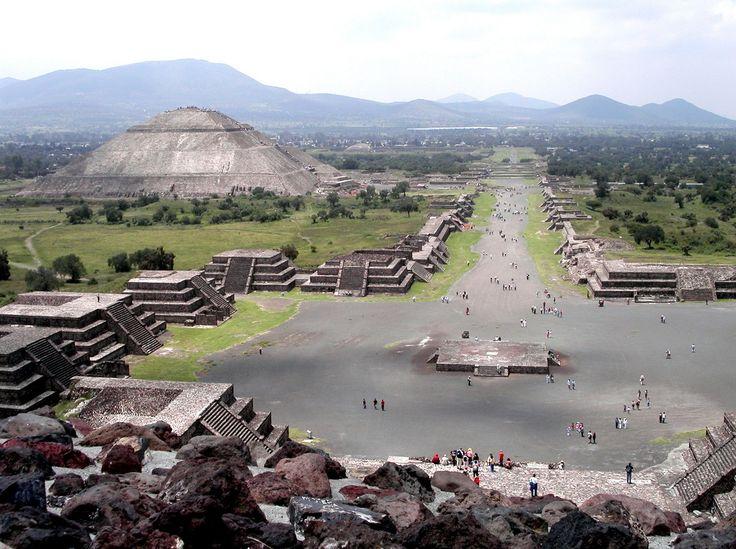 Отличительной особенностью Мексики является то, что здесь переплелись традиции майя, ацтеков, тольтеков, испанцев и американцев