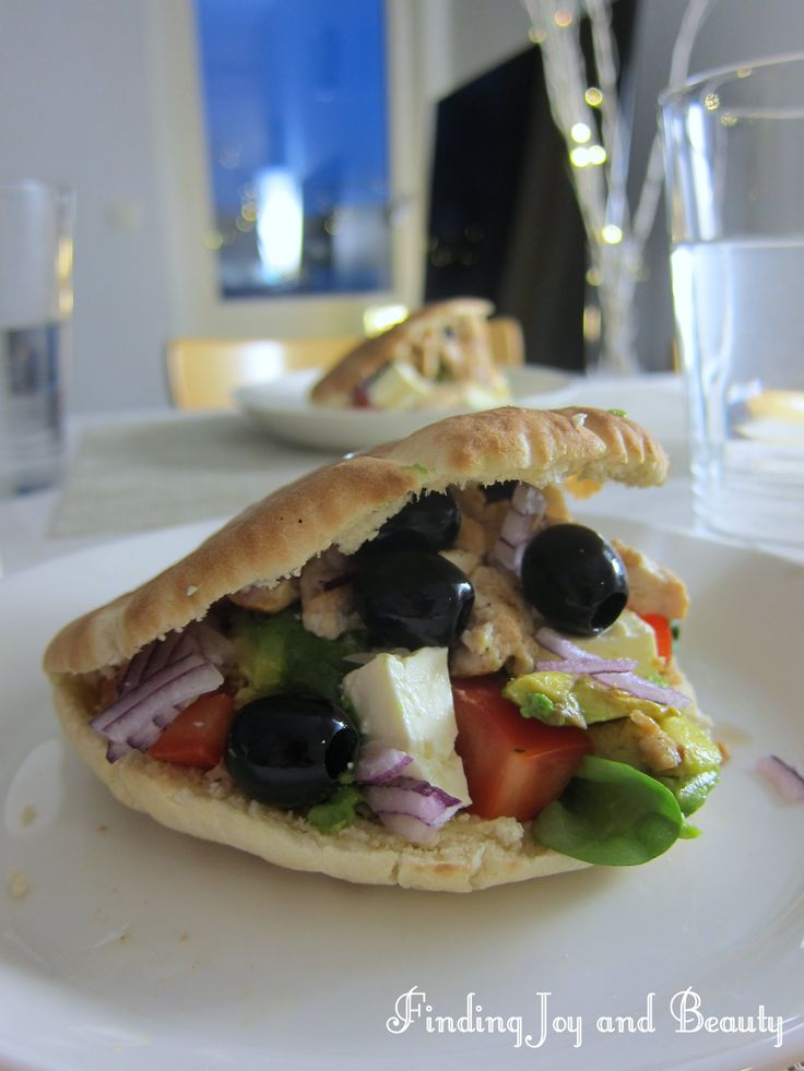 Pita bread stuffed with chicken and greek salad. Recipe on my blog! http://findingjoyandbeauty.blogspot.fi/2014/01/quicn-n-easy-dinner-recipe.html