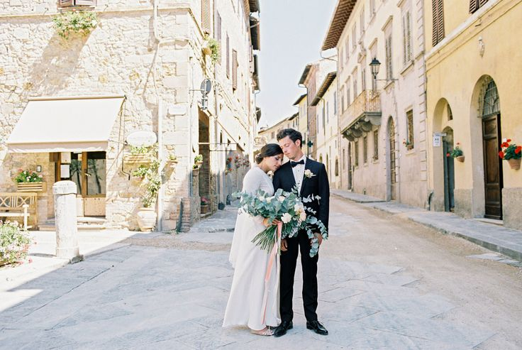 Destination Wedding Tuscany - Wedding in Tuscany - Wedding Portrait -  Tuscan Wedding Ph. Amanda Drost