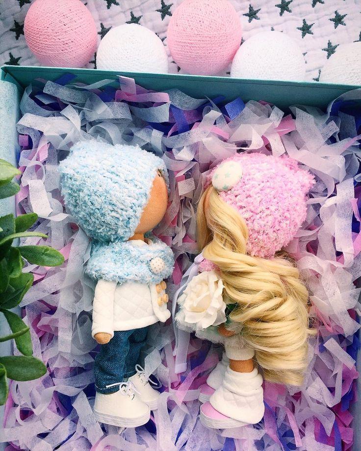 Завтра День Влюбленных❤️ И у меня на подоконнике тоже парочка таких чудесных пупсиковШились одновременно и с огромной любовью для Вас 19-21 смПРОДАЮТСЯ #tatiananedavnia #tilda #wedding #pink #pillow #МК #decor #fabrik #handmad #knitting #love #cotton #baby #кукла #шитье #выставка #шеббишик #пупс #платье #подарок #праздник #работа #ручнаяработа #сделайсам #своимируками #ткань #тильда #интерьер #интерьернаяигрушка #интерьернаякукла