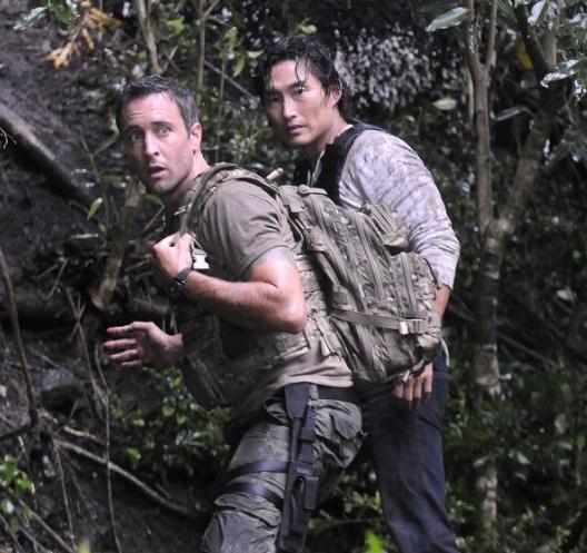 25 juli 2012: Achtbaan. Foto: Daniel Dae Kim als Chin Ho Kelly en Alex O'Loughlin als  Steve McGarrett leiden een leven als in een rollercoaster in Hawaii Five-0