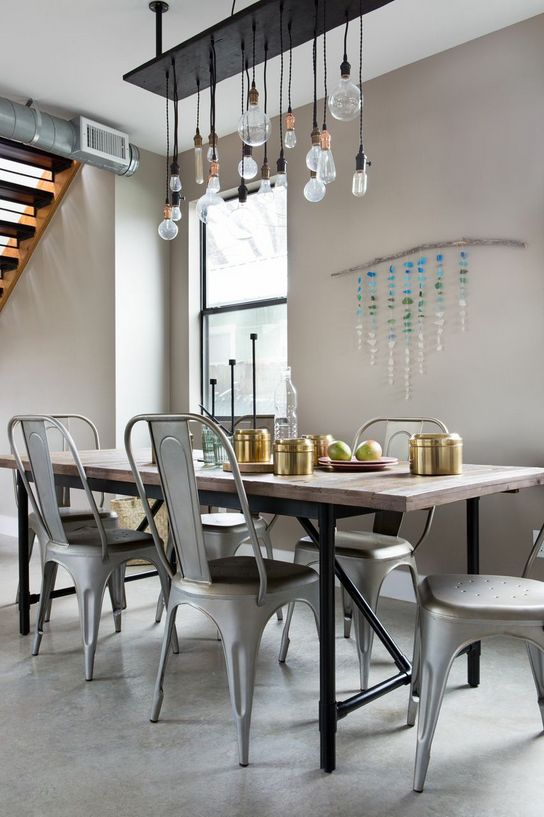 We set the table at an Austin abode during SXSW with eye-catching glass & gold kitchenware from the H&M Home collection.   H&M Home