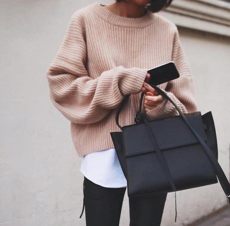 Jesienna stylówka z różowym swetrem