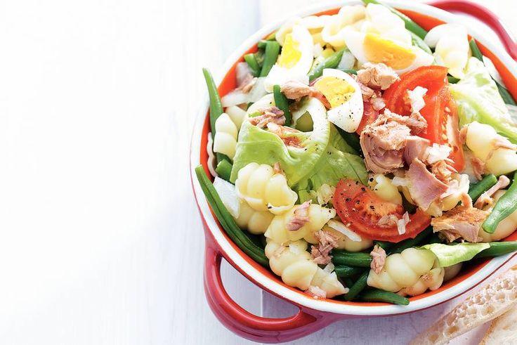Pastasalade met tonijn - Recept - Allerhande