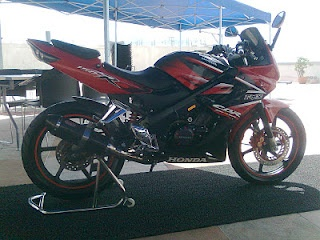 Modified Honda CBR 150R with Yoshimura and decals