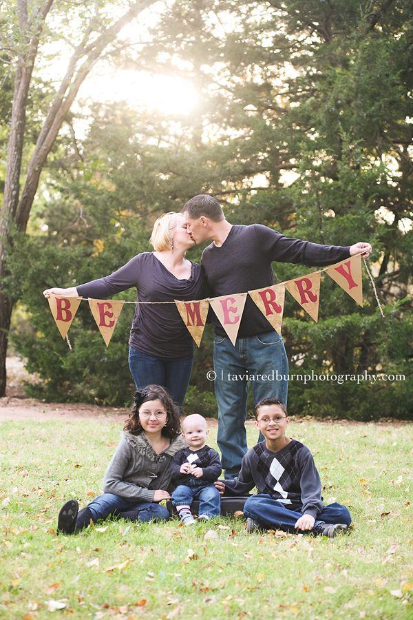 family photography pose christmas flag banner be merry