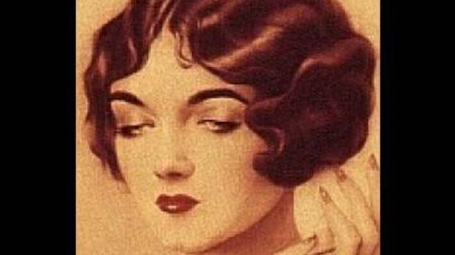 1920-1930'lu Yılların Saç Stili Uzun Saçlar İçin Nasıl Yapılır - Düğün, mezuniyet balosu, kutlama vb özel anlarınızda pratik şekilde uygulayabileceğiniz yeni trend saç modelleri, saç örgü modelleri, saç toplama teknikleri, en güncel kısa ve uzun saç modellerini sizler için biraraya getirdik. Güzel görünmek ve mükemmel saçlar için videomuzdan ilham alarak bir kaç deneme ile istediğiniz sonuca ulaşabilirsiniz.
