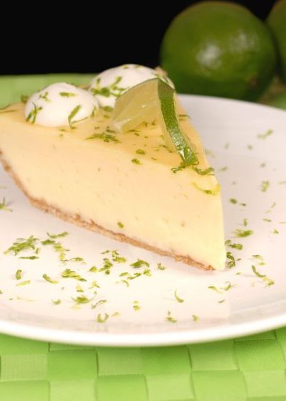 This low fat and low calorie Skinny Mom, Skinny Key Lime Pie is perfect for spring and summer parties! Repin so you have a healthy dessert to offer your guests!