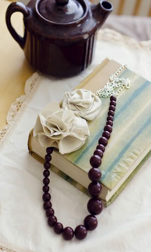 .Beautiful Jewelry, Crochet Flower, Diy Necklaces, Fabrics Flower, Beads Necklaces, Beads Flower, Wooden Beads Accessories, Flower Ideas, Amazing Jewelry