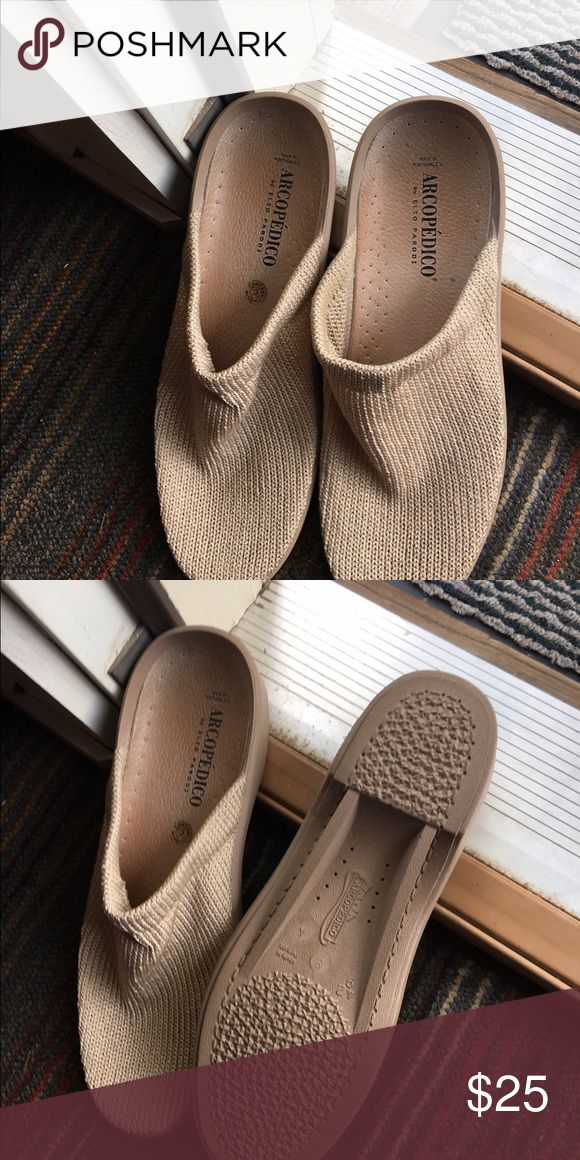 Arcopedico Beige Slip-ons/Clogs, Size 42 These shoes looked so comfy, I had to try them. And they ARE comfy! I just found that I didn't wear them, opting instead for my tried-and-true sandals. Worn two or three times; I. Excellent condition. Arcopedico Shoes Mules & Clogs
