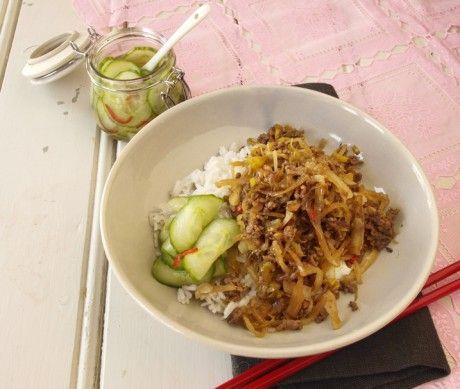 Recept med köttfärs och vitkål. Snabb vardagsmat med asiatisk smak av soja, chili och vitlök.