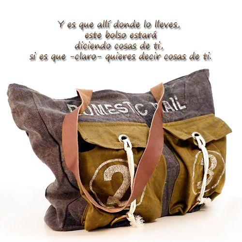 Presume con este original bolso de diseño romántico y desenfadado que será un éxito total colgado sobre tu hombro. http://www.revolutum.com/…/detalles_person…/bolsos_para_tods