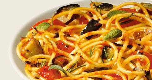 Spaghetti con berenjenas y nueces