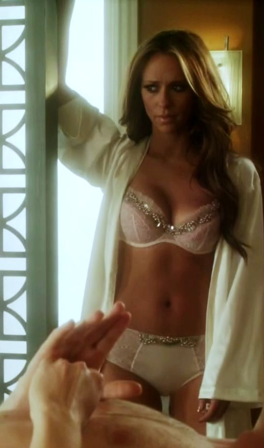 Jennifer love hewitt strip nude
