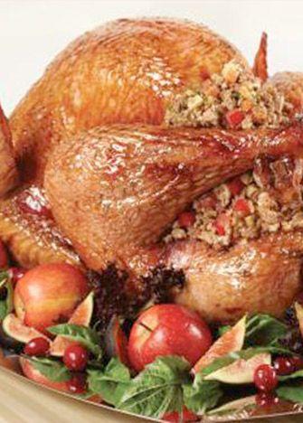 Receta de pavo al horno relleno de manzana. ¡Una de las mejores, ricas y tradicionales opciones para tu cena de Navidad! Prepáralo y comparte en familia.