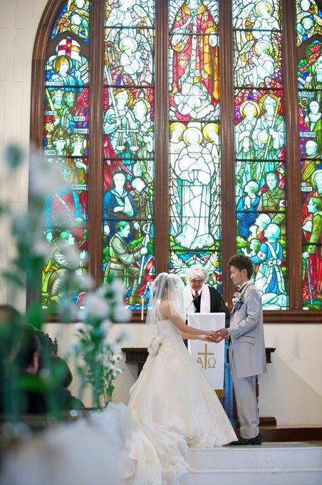 【福岡県久留米市 ホテルニュープラザKURUME・ウェディング】M様挙式風景 ドレスが映える教会