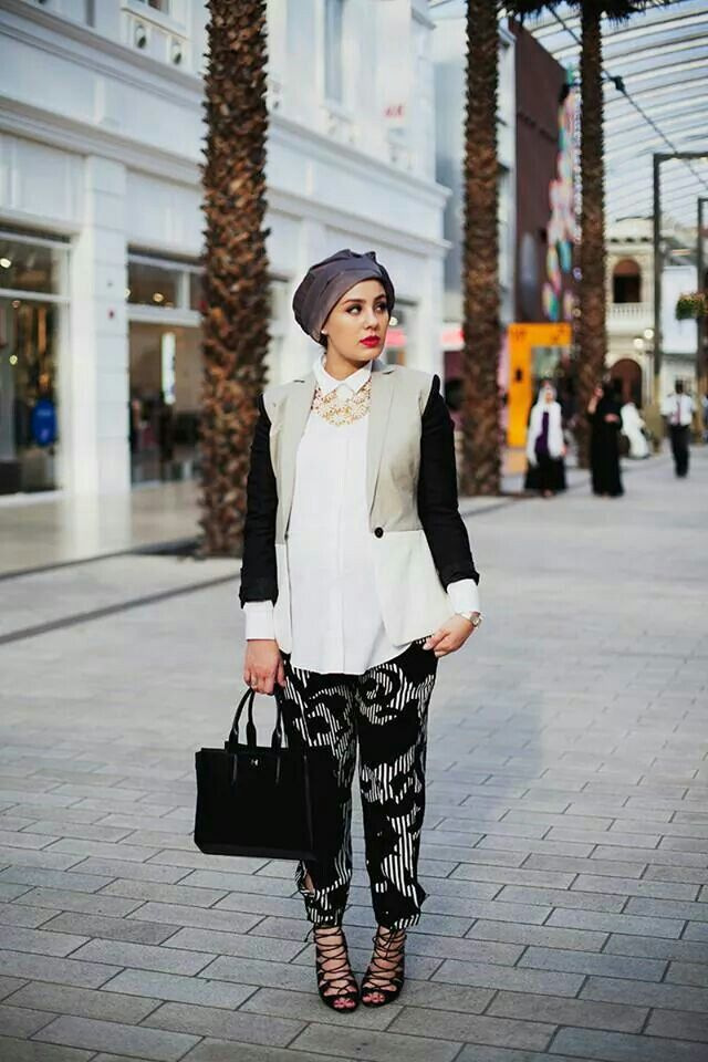 Ascia AKF - photographed by Langston Hues for Modest Street Fashion