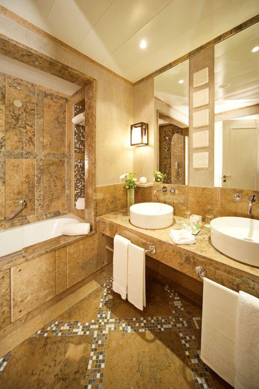 Seascape Room - Bathroom detail