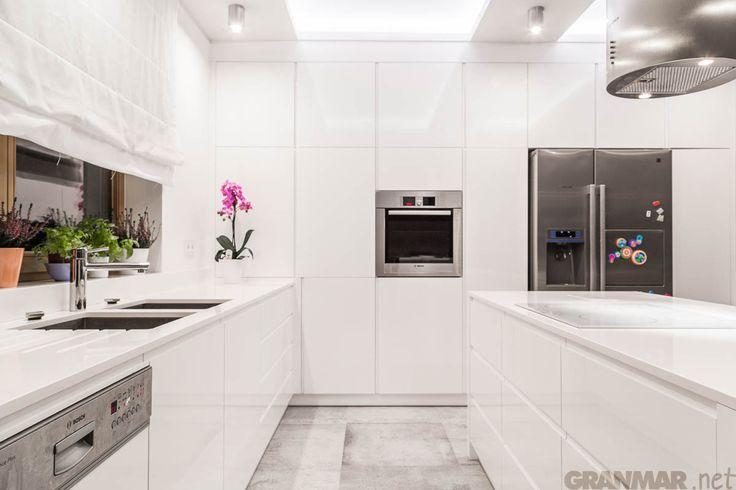 Blat kuchenny i wyspa z kwarcu Vega, już niedługo więcej o tej realizacji #newphotoshoot #quartz #kitchen