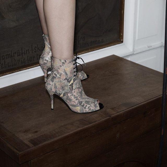Won Hundred Becca snakeskin showpiece heels #wonhundred #WHfocus #SS17 #WHshow  Photo @themisspopo Styling @oliverfussing