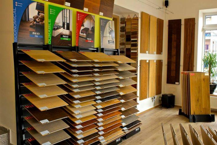 Přijdte se k nám podívat!  V naší nabídce naleznete různé typy podlahových krytin, jako jsou vinylové, laminátové, dýhové, třívrstvé, vinylové, masivní podlahy ( dubové, bambusové, exotické ) včetně příslušenství