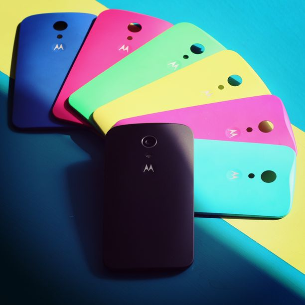 Choose a shell color that fits your taste and lifestyle perfectly. Motorola Shells easily snap on and off anytime you're ready to change up the look of your Moto G.