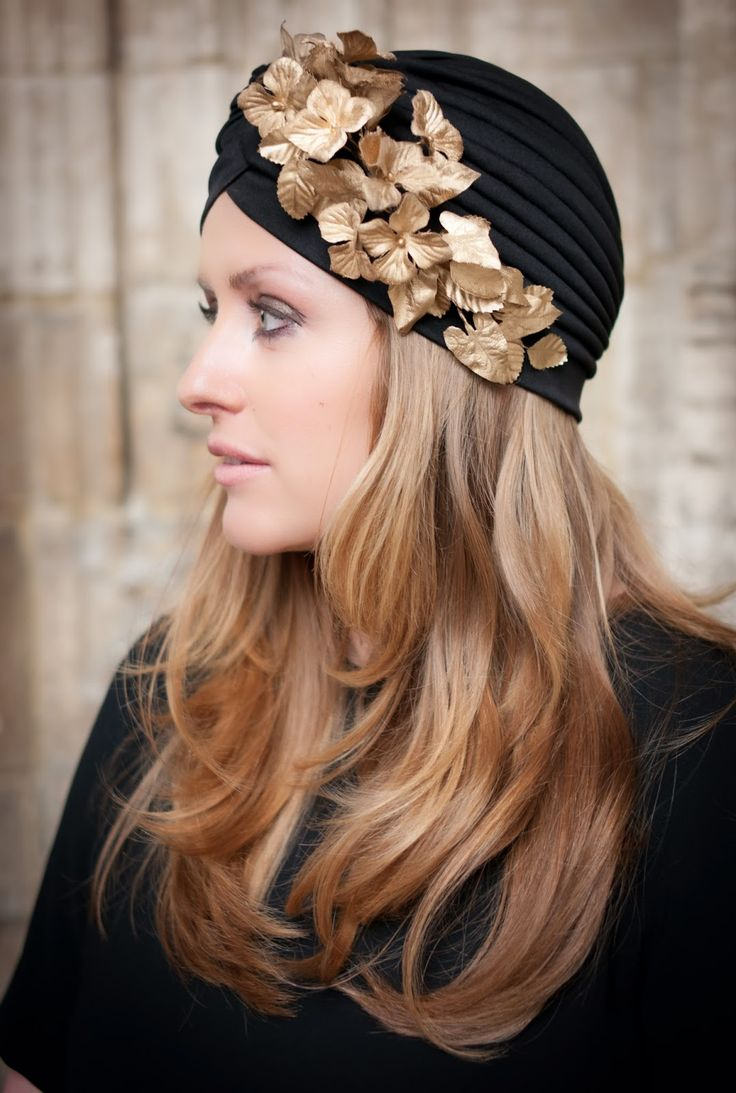 Turbantes con hojas doradas...