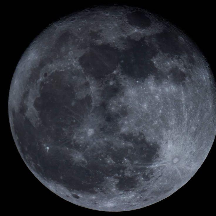 La Luna de hoy 04/11/2017 Guadalajara México  Pues probando el T ring con la camara... O.O se ve bien ISO100 1/60  con el Maksutov-Cassegrain 1250mm diámetro 90mm