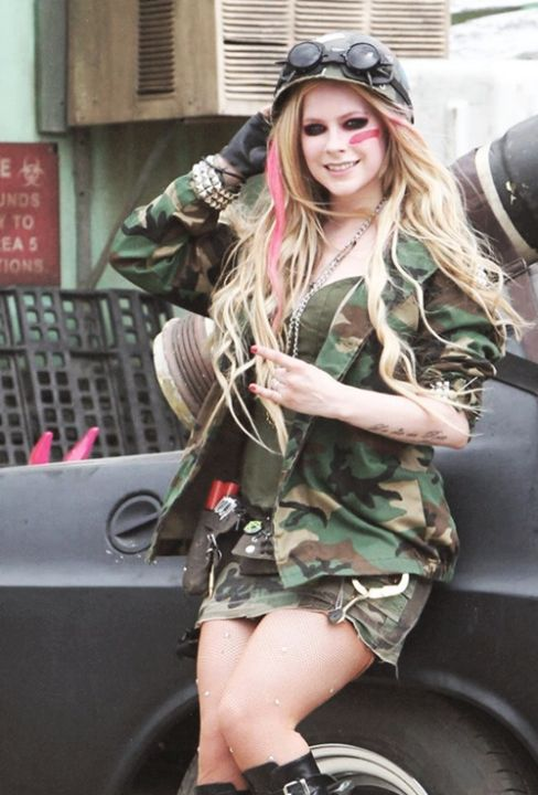 Avril Lavigne; She loves the pink doesnt she? She definately has style