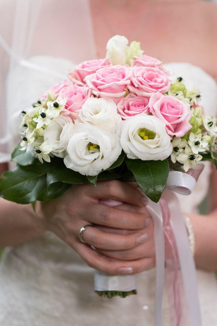 Brautstrauß weiße und rosa Rosen –