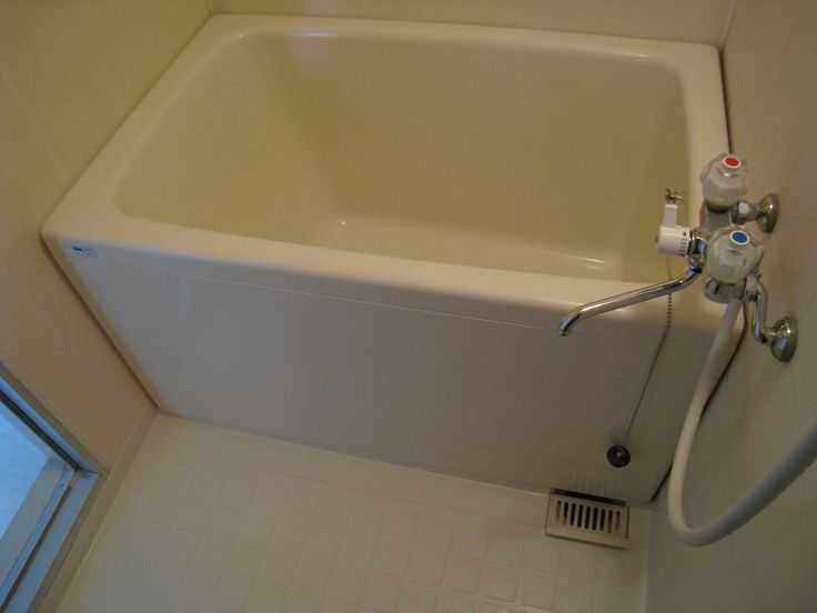15 best images about tiny house ideas on pinterest for Small but deep bathtubs