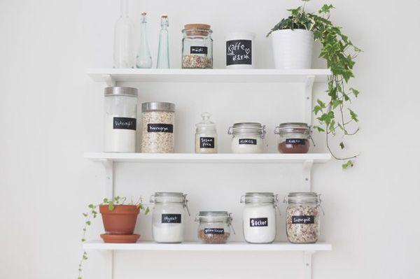 Så får ni smart förvaring som förskönar ert ditt hem! Här får ni massa bra tips på snygg billig förvaring i vardagsrum, garderob, badrum, hall och kök.