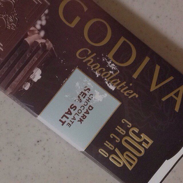. GODIVA . #godiva #godivachocolate #chocolate #godivachocolatier #chocolatier #cacao #dark #salt #Belgie #delicious #valentineday #whiteday #grandmother #thx #instalike #f4f #l4l . #ゴディバ #チョコレート #カカオ #塩 #ベルギー #バレンタインデー #ホワイトデー by tsk__cloudy