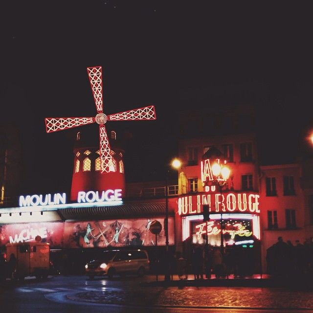 Come with me to the City Of Light #Paris #VSCO #VSCOcam #night #urban #red #rouge #rojo #MoulinRouge #LastNight