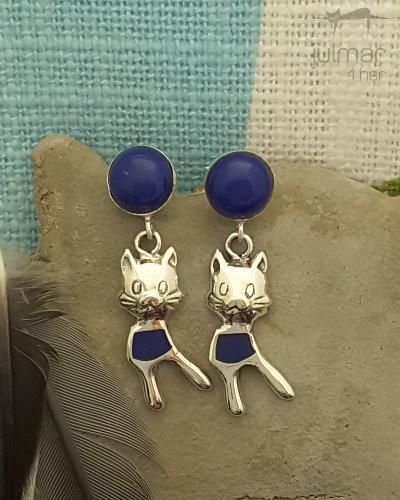 The Lapis Lazuli stones add a stand out feature to any pair of earrings. The magical blue Lapis Lazuli stones are set within pretty cat shaped bodies crafted of Sterling Silver. The Sterling Silver has been rhodium plated providing a high gloss shine and anti-tarnish finish. These earrings are secured with butterfly clasps.