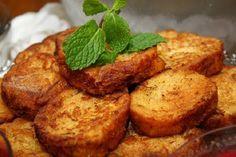 Nesta receita, a rabanada é feita ao forno e tem o mesmo resultado delicioso quando fritas, porém, menos calóricas :D Aprenda já como faz: