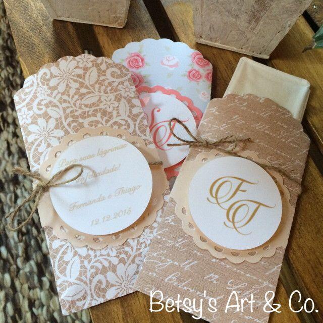 Lindos envelopes cortados a laser com 3 lencinhos descartáveis. <br>Pedido mínimo 10 unidades <br>Personalizado de acordo com sua necessidade.