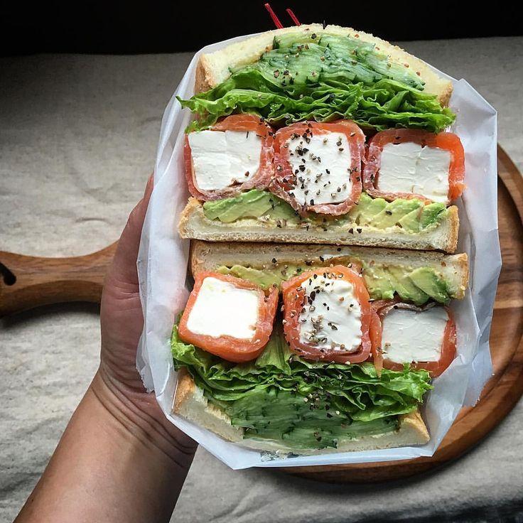 おはようございます!#もりもり野菜サンド部  活動中‼︎ ・ *アボカド *スモークサーモンクリチ巻き *フリルレタス *塩もみきゅうり ・ 相変わらず難しい〜 要練習✨ ・ #もりもり野菜サンド#わんぱくサンド#サンドイッチ #sandwich #sandwiches #bread #breakfast #朝食#lin_stagrammer #delistagrammer #kurashirufood #kurashiru #kiri#salmon#vegetables #萌え断#おうちごはん#いつものいただきますを楽しく