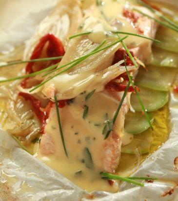 Σολομός στη λαδόκολλα με λαχανικά και σάλτσα béarnaise | Γιάννης Λουκάκος