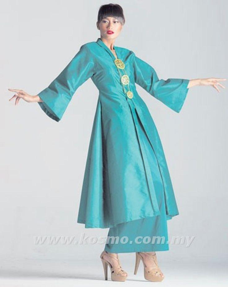 Kebarung pesak biru. An evolution from the songket shawl