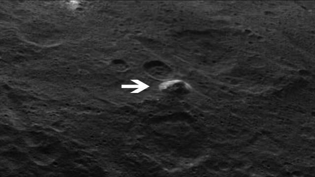 Pirâmide montanha, haveria uma pirâmide gigantesca no planeta anão Ceres???