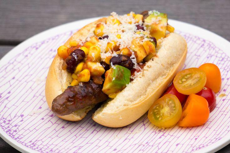 Waarom niet wat hotdogs op de barbecue gooien. Maak er meteen een fiesta van met deze TexMex Hotdogs (recept inspiratie Aller Hande*)