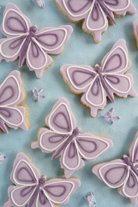 The perfect gift, favour or place setting. Beautifully decorated to complement your theme, cookies are available in lemon, vanilla or slightly spiced.