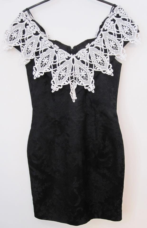 Vintage dress  Size 34  Dkk 399,-  Available in Beware of Limbo Dancers