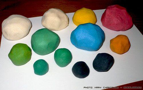 Ένα εύπλαστο υλικό με αλάτι και αλεύρι που μοιάζει σαν πλαστελίνη αλλά ψήνεται στο φούρνο του σπιτιού και διατηρείται για χρόνια.