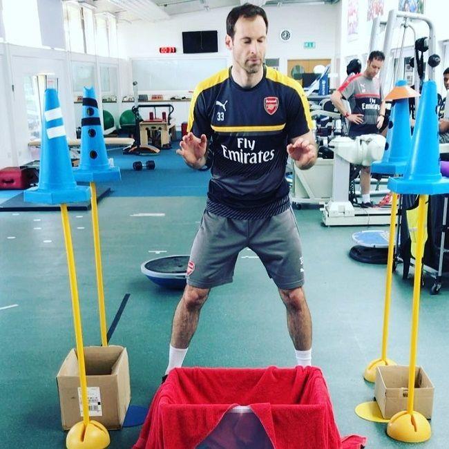 Trening bramkarski Petra Cecha - doskonalenie czasu reakcji • Specyficzny trening szybkości w wykonaniu Petra Cecha • Wejdź i zobacz #cech #arsenal #pilkanozna #futbol #sport #trening #petrcech