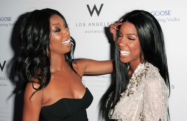 Brandy e Kelly Rowland na festa de nomeados ao Grammy da gravadora Universal Motown Republic.