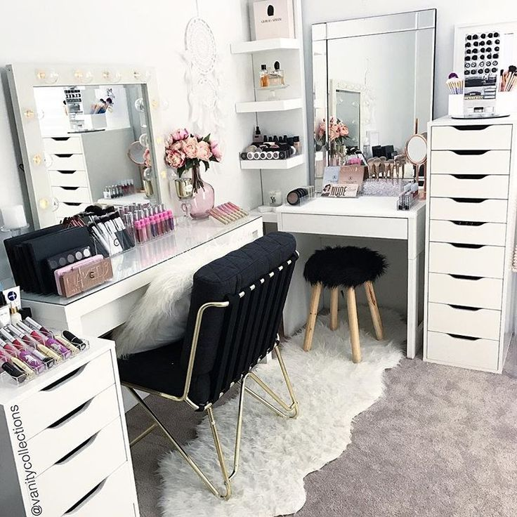 A new week, a new beauty room layout  I love how some new decor and alittle shuffle can make your vanity room feel fresh and new again ✨ . . .As always white furniture from @ikea_australia (Apart from the smaller table - Officeworks AU) Gold chair from @kmart. Black stool and pink flowers @bigwaustralia . All acrylic makeup storage by us. Online website - link on our Instagram page . . #beauty #beautyroom #beautystore #beautytable #beautymirror #vanity #vanityroom #vanitydecor #vanityideas…