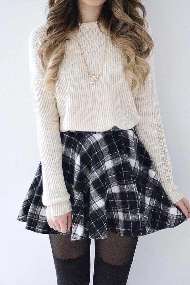 Jedes Mädchen sucht in diesem Herbst nach niedlichen Outfits für die Schule. Teens, Pre-Teens, ein